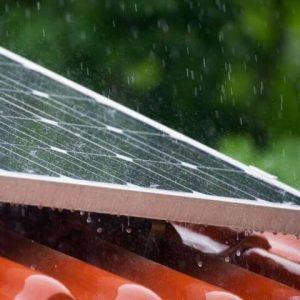 Panel-Surya-Di-Musim-Hujan
