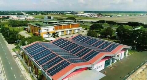 pasang-panel-surya-di-gedung