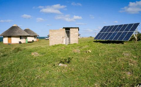 pasang-panel-surya-di-pedalaman